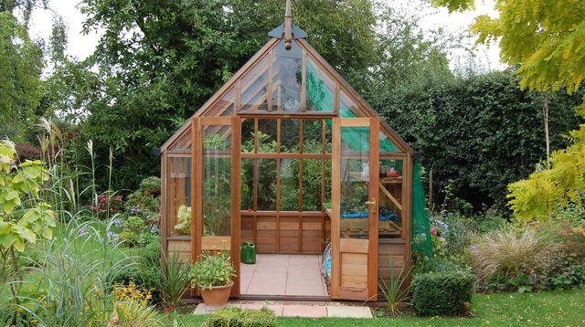 Serre de jardin bois et verre - Mobilier de jardin et terasse