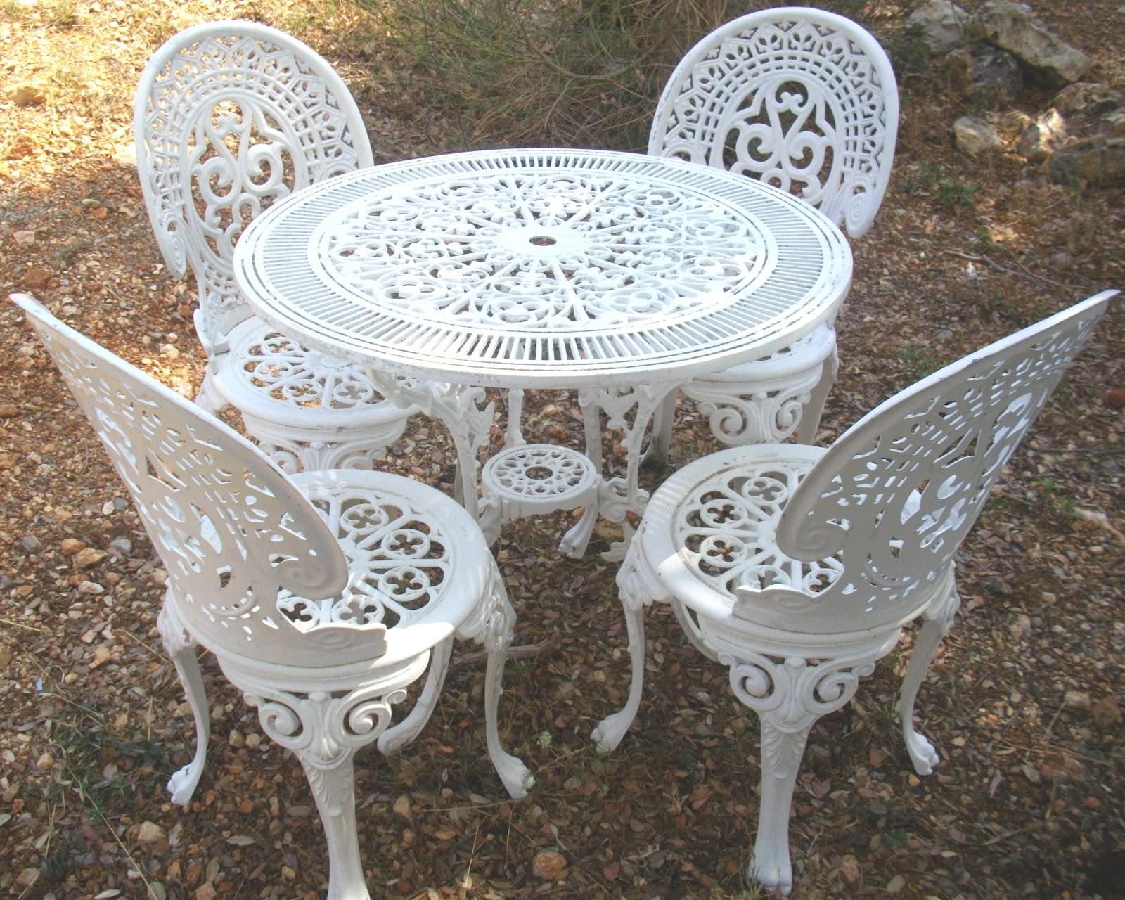 Table et chaise de jardin en fer