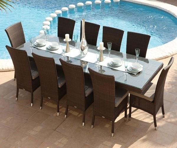 Table de jardin chaises